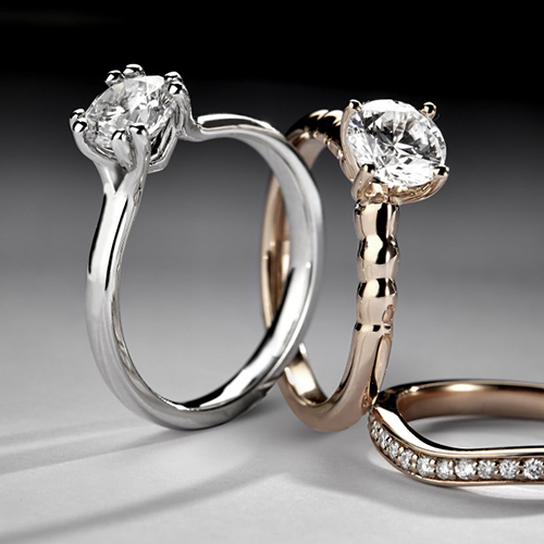 Set of 2 diamond rings in rose gold and white gold